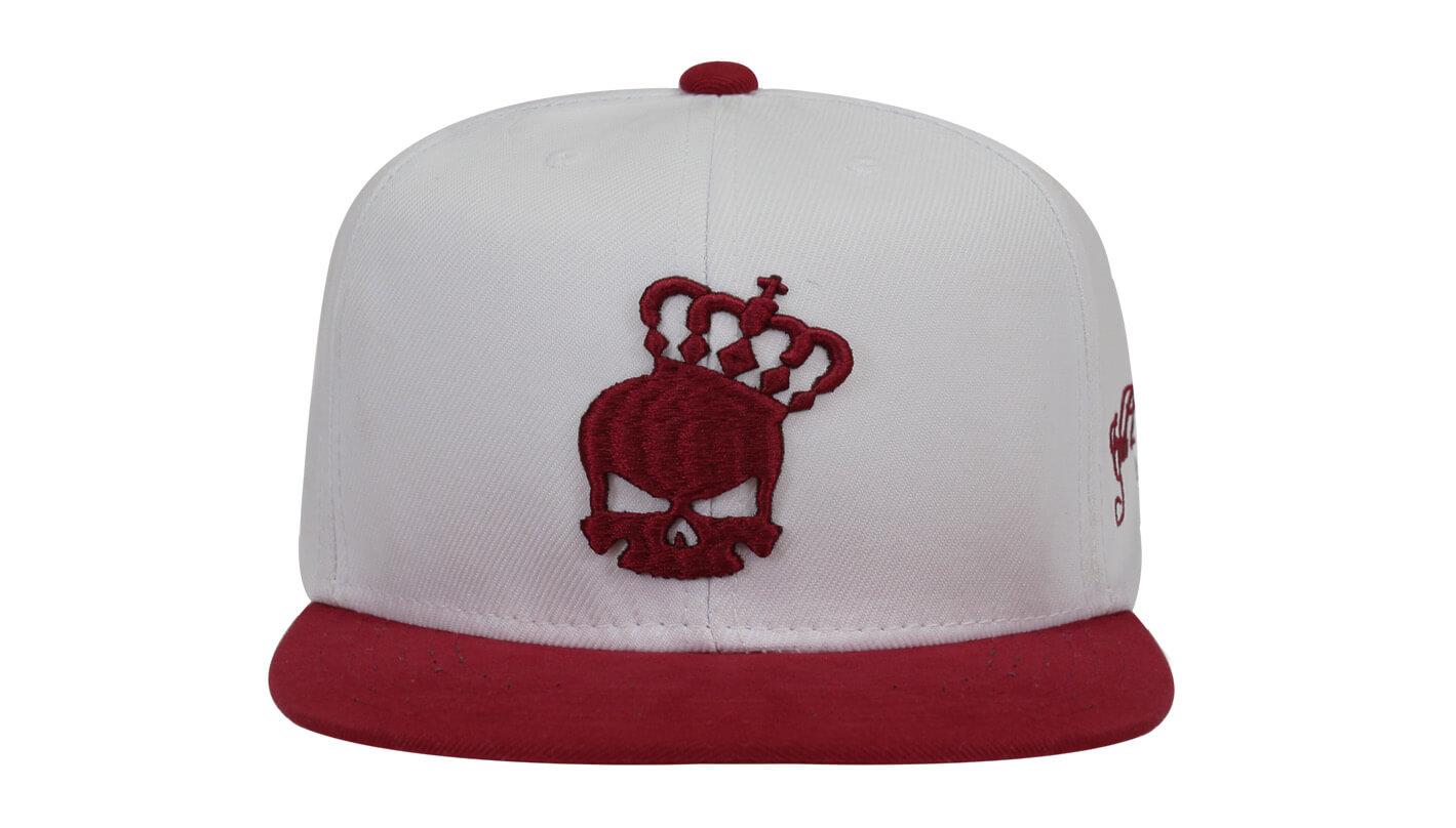 Boné Snapback branco e bordo - Hezzitu bonés personalizados ea167228ea2
